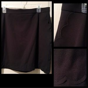 [Banana Republic] Scalloped Trim Black Skirt